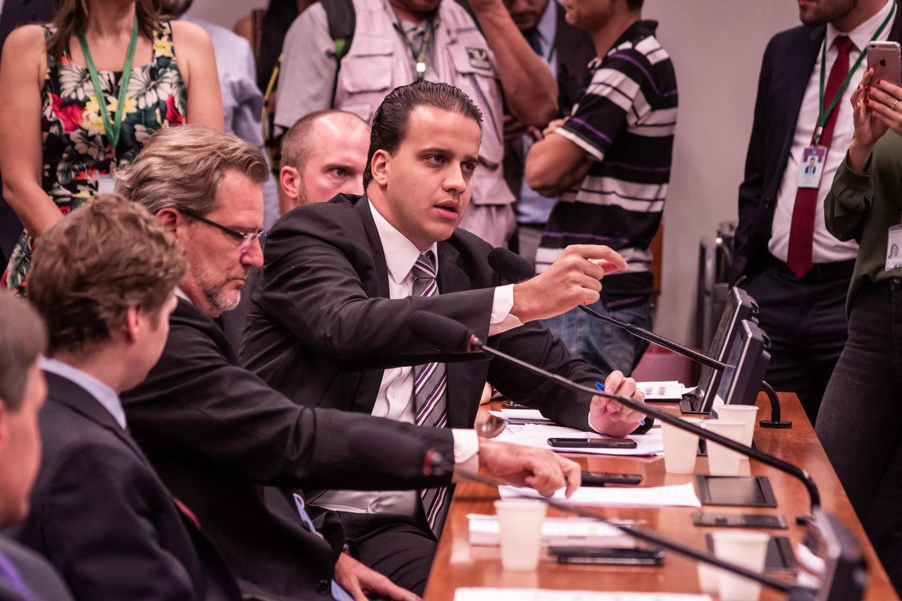 Mais verba para políticos: fundo eleitoral, que já é bilionário, pode dobrar de valor (Gazeta do Povo, 09/08)